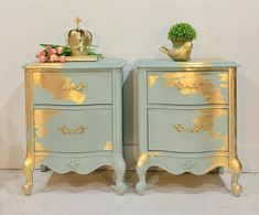 Adding That Perfect Gray Shabby Chic Furniture To Complete Your Interior Look from Shabby Chic Home interiors. Refurbished Furniture, Repurposed Furniture, Shabby Chic Furniture, Furniture Makeover, Vintage Furniture, Dresser Makeovers, Gold Leaf Furniture, Chalk Paint Furniture, Furniture Projects