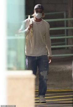 Brad Pitt Fight Club, Kylie Jenner, Brad Pitt Pictures, Parisian Girl, Brad And Angelina, Style Urban, Summertime Sadness, Ideal Man, Distressed Denim Jeans