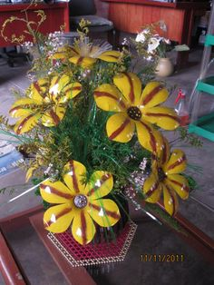 Flowers made from recycled materials - globemed