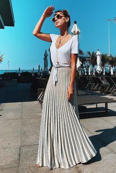 Long plisee summer skirt and white tshirt. Fashion Moda, Skirt Fashion, Fashion Outfits, Classy Outfits, Cool Outfits, Casual Outfits, Skirt Outfits, Dress Skirt, Street Style Summer