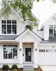design exterior ideas Interior Design Ideas: Small Lot Modern Farmhouse White exterior paint color How to choose the right white paint color for exteriors White siding exterior paint color Modern Farmhouse Exterior, Farmhouse Style, Rustic Farmhouse, Farmhouse Windows, Farmhouse Ideas, Farmhouse Design, Farmhouse Flooring, Farmhouse Architecture, Farmhouse Front