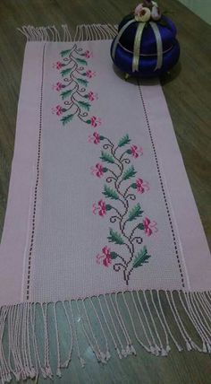 Crewel Embroidery, Table Runners, Cross Stitch, Flower, Cross Stitch Embroidery, Towels, Throw Pillows, Ideas, Gingham