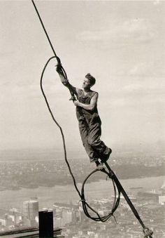 """Lewis Hine Icarus atop Empire State Building New York, 1931 """"Brüder, zur Sonne, zur Freiheit,. Brüder, zum Lichte empor. Hell aus dem dunklen Vergangnen. leuchtet die Zukunft hervor!..."""