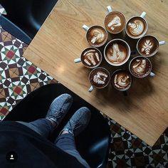 El emprendedor siempre está orgulloso de sus creaciones y qué mejor forma de vender que mostrando sus productos/servicios? !Feliz Viernes! !El 2017 ya nos está saludando!  @publiciudadmcy  @publiciudadmcy  @publiciudadmcy.  #publicidad #revistadigital #emprendedores #actitud #cafe #viernes #sevieneel2017 #exitos #bienestar #asesoria #negocios #rrss #smm #ceo #fotografia #radio #tv #gastronomia #salud #belleza #coaching #chocolate #cacao #turismo #tecnologia #ventas #maracay  #comunidad…