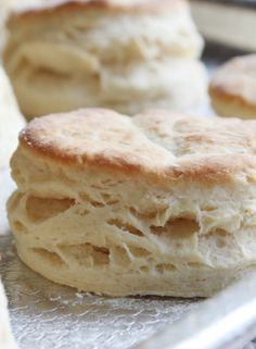 The Best Flaky Buttermilk Biscuits. This recipe turns out some delicious Flaky Buttermilk Biscuits. Step by step instructions Flaky Buttermilk Biscuits Recipe, Biscuit Recipe, Flaky Biscuits, Homemade Biscuits, Buttermilk Rusks, Paleo Biscuits, Homemade Buttermilk, Homemade Breads, Breakfast And Brunch
