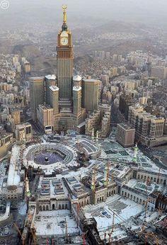 An aerial view of the Masjid-al-Haram, Makkah. Mecca Masjid, Masjid Al Haram, Beautiful Mosques, Beautiful Places, Mecca Hotel, Medina Mosque, Mecca Wallpaper, Mosque Architecture, Mekkah