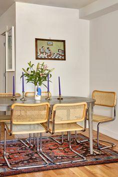 Sunny Shokrae Photographer Eclectic Bed-Stuy Home Tour Vintage-inspiriertes Boho-Esszimmer Apartment Decoration, Sala Grande, Sweet Home, Deco Boheme, Wood Kitchen Cabinets, Bathroom Cabinets, Decoration Inspiration, Piece A Vivre, Small Dining