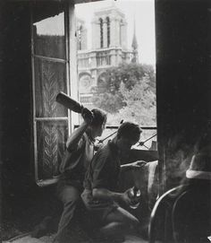 Robert Doisneau // French resistance fighters with Molotov cocktails at the Rue du Petit Pont during the liberation of Paris (August Robert Doisneau, Photos Du, Old Photos, Cocktail Molotov, Liberation Of Paris, Fotojournalismus, French Resistance, Legion Of Honour, Old Paris