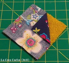 {DIY} Makeup Remover Wipes and Pouches - La Casa Cactus{DIY} Makeup Remover Wipes and Pouches - La Casa CactusHow to sew reusable makeup remover padsEven your skin care routine can join the zero waste movement Diy Craft Projects, Diy Crafts To Sell, Diy Crafts For Kids, Sewing Projects, Cactus, Diy Makeup Remover Wipes, Coin Couture, Fabric Remnants, Diy Pillows