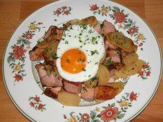 Kartoffel-Leberkäsepfanne mit Spiegelei