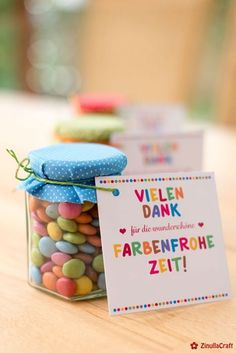 "Abschiedsgeschenk ""Farbenfrohe Zeit"" (Kostenlose Bastelanleitung und Druckvorlage) Farewell gift for a colorful time. A print template with handicraft instructions from shesmile. Creatively implemented by my [. Diy Birthday, Birthday Gifts, Car Seat Organizer, Farewell Gifts, Kindergarten Lesson Plans, Godchild, Good Notes, Print Templates, Artisanal"