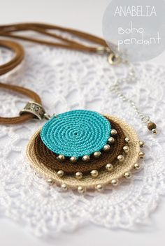 Crochet Jewelry Inspiration - Nunn Design - Boho turquoise crochet pendant by Anabelia - Crochet Diy, Love Crochet, Bead Crochet, Crochet Crafts, Crochet Flowers, Simple Crochet, Crochet Rope, Bracelet Crochet, Crochet Earrings