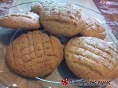 Εξαιρετικά μπισκότα βουτύρου με μαύρη ζάχαρη που γίνονται ανάρπαστα. Μια συνταγή του Στέλιου Παρλιάρου. Greek Desserts, Brownie Cookies, Biscuits, Muffin, Brunch, Sweets, Bread, Baking, Breakfast