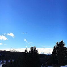 Joli soleil hier ! Aujourd'hui neige  On reste au chaud  Bon après-midi  #naturelovers #montagne #montain #alpes #ski #neige #famille #vacances #holidays #snow #happyholiday #tourismeisere #skylovers #latergram #bluesky #skyporn #family #familyholiday
