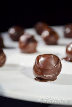 Sabor: Σοκολατάκια γεμιστά με φυστικοβούτυρο / Chocolate candies with peanut butter