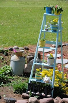 DIY - How to upcycle an old ladder into a beautiful plant stand. Old Ladder, Diy Plant Stand, Garden Chairs, Lawn And Garden, Outdoor Gardens, Ladder Decor, Plants, Ladders, Garden Ideas