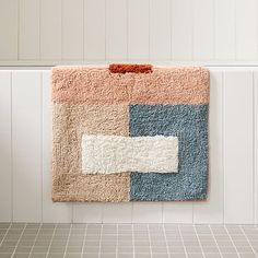 Organic Colorblock Bath Mat Modern Shower Curtain Rings, Modern Shower Curtains, Cute Bath Mats, Drink Table, Room Planning, Small Furniture, Bath Rugs, Towel Set, Store Design