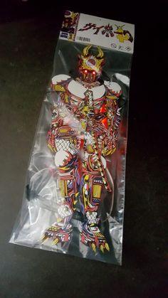 more pic of my 45cm handmade sneaky cyborg  615g bristol paper, 3x 12v LED, 8 fucking AA battery, steel, titanium, vespene gas, spray paint and posca