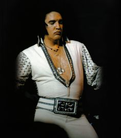 Elvis live at the Sahara hotel Lake Tahoe may 1976 V-neck  suit