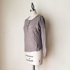 "VINCE | Taupe Linen Top FEATURES:  *Scoop neck  *Henley placket  *Single breast pocket  *Long sleeves  MEASUREMENTS: Bust - 35"" Waist - 33"" Length - 21""  ✅ Very good condition ⛔️ NO SWAPS/TRADES/RESERVES Vince Tops"