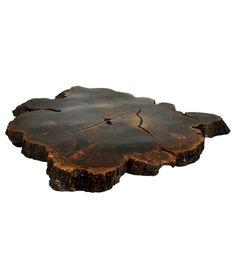 Sobra de laminação bolacha de imbuia maciça, que assume a função de mesa de centro.    www.desmobilia.com.br                                             there