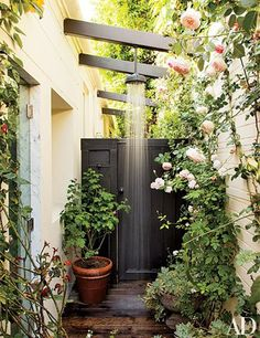 outdoor-shower-architectural-digest.jpg (570×740)