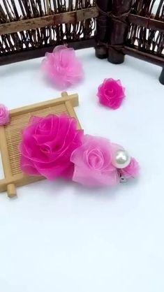 Diy Crafts Hacks, Diy Crafts For Gifts, Diy Projects, Easy Crafts, Ribbon Crafts, Flower Crafts, Flower Art, Fabric Crafts, Paper Ribbon