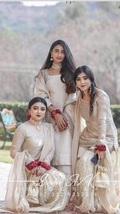 pakistani wedding outfits Source by dress pakistani Bridal Mehndi Dresses, Nikkah Dress, Shadi Dresses, Pakistani Formal Dresses, Pakistani Wedding Outfits, Pakistani Dress Design, Bridal Outfits, Bridesmaid Outfit, Party Wear Dresses