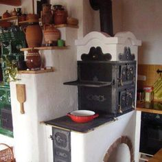 Hungarian old stove coking baking and give warm in home Hungary Alter Herd, Old Stove, Cooking Stove, Built In Ovens, Kitchen Stove, Stove Fireplace, Rocket Stoves, Natural Building, Tiny Homes