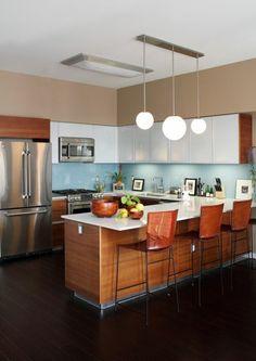 1-cuisine-americaine-amenagement-petite-cuisine-avec-bar-de-cuisine-en-bois-et-chaises-de-bar