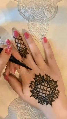 Simple Mehndi Designs Fingers, Floral Henna Designs, Henna Tattoo Designs Simple, Finger Henna Designs, Back Hand Mehndi Designs, Mehndi Designs 2018, Mehndi Designs For Beginners, Unique Mehndi Designs, Henna Designs Easy