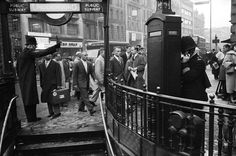 1956: Rush hour. | 31 Gorgeous Photos Of The London Underground In The '50s And '60s