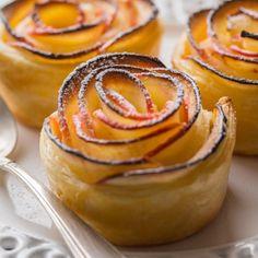 Roses de Pommes feuilletées | Cuisine Addict Desserts With Biscuits, Mini Desserts, Minis, Dessert Aux Fruits, Baked Roast, Cake Factory, Batch Cooking, Desert Recipes, Bakery