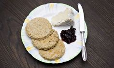 Jack Monroe's bannock recipe These quick, nobbly oatcakes are fantastic smeared with butter and jam or piled with cheese Oats Recipes, Sweet Recipes, Baking Recipes, Dairy Free Options, Dairy Free Recipes, Gluten Free, Bannock Recipe, Jack Monroe, Canadian Cuisine