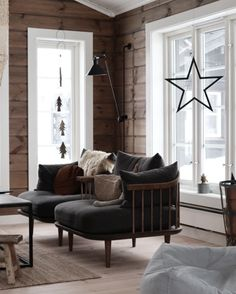 Ut i det fri – Telemarkhytter Hygge, Entryway Bench, Future House, Porch, New Homes, Cabin, Rustic, Furniture, Chairs