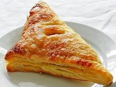 Apple Turnovers (Chaussons aux Pommes) - These apple turnovers, sold ready-made in most French 'boulangeries', or pastry shops, provide an easily made sweet. Tasty Kitchen, Open Kitchen, Dutch Recipes, Cooking Recipes, Tuna Recipes, Kitchen Recipes, Yummy Recipes, Baked Bakery, Apple Turnovers