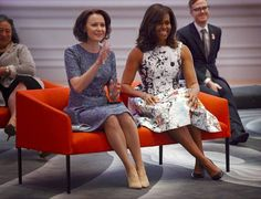 Rouva Jenni Haukio ja rouva Michelle Obama tulivat hyvin juttuun ja jopa intoutuivat jammailemaan. Michelle Obama, Helsinki, Sequin Skirt, Washington, Formal Dresses, Lady, Womens Fashion, Vintage, Jenni