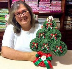 50 Diy Christmas Decorations, Christmas Crafts Sewing, Crochet Christmas Trees, Christmas Projects, Christmas Diy, Christmas Wreaths, Christmas Ornaments, Dough Ornaments, Old Cd Crafts
