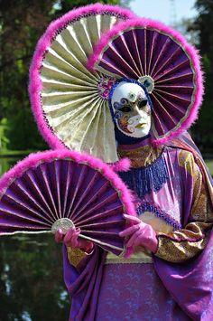Costumés vénitiens | Flickr - Photo Sharing! #masks Costumes #venetianmasks http://www.pinterest.com/TheHitman14/artwork-venetian-masks-%2B/