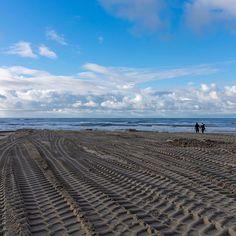 ...  Tracks .. The beach in Wijk aan Zee. Beautiful clouds and a blue sky. My most favorite place to photograph. #sky #wijkaanzee  #likeforlike  #beach  #sea  #cloudscape  #clouds #pentaxk3  #zoom  #nikcollection  #fotografie  #photography  #fotovandedag  #fotooftheday  #track  #landscape  #landschap  #likemyphoto  #zoomnl  #photographylover  #photographerlife  #fotografia  #fotograaf  #landscapes  #nature #naturelovers #behance #pentax #tracks #landschaft