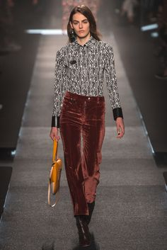 See the complete Louis Vuitton Spring 2015 Ready-to-Wear collection.