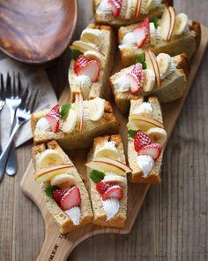 達人ワザも公開!「#至福のシフォンサンド」で目から癒やしを♪ - macaroni Cute Desserts, Desserts To Make, Sweets Recipes, Cooking Recipes, Fruit Sandwich, Breakfast Platter, Croquembouche, Naked Cake, Sponge Cake Recipes