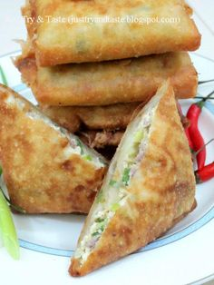 Just Try & Taste: Martabak Tahu - Daging Cincang Savory Snacks, Snack Recipes, Dessert Recipes, Cooking Recipes, Indonesian Desserts, Indonesian Food, World Street Food, Malay Food, Food Menu Design