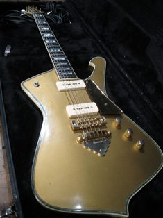 Ibanez IceMan Goldtop with P90s