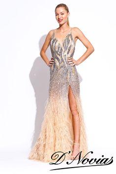 Espectacular vestido bordado con cristales y para un fonal de infarto plumas en toda la falda.