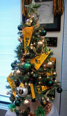 So cute to do with any college fan props! #Baylor #Christmas tree #SicEm