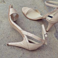 #rosettishowroom #the5thelementstore #springsummer #sandals #highheels