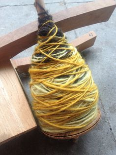 das färben der Wolle mit organischem Material und Pflanzen. Hier ist das Ergebnis der Färbung aus Birkenblätter, Löwenzahnblüten und Kurkuma. Ein wunderschönes, sattes und intensiv leuchtendes gelb. Dyeing the wool with organic material and plants. Here is the result of recovery from birch leaves, dandelion flowers and turmeric. A beautiful, rich and intense bright yellow.