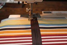 another zipper bag tutorial.  different zipper method.  very easy