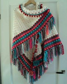 ideas crochet shawl poncho diy for 2019 Poncho Au Crochet, Mode Crochet, Crochet Shawls And Wraps, Crochet Scarves, Crochet Clothes, Crochet Lace, Knitting Scarves, Poncho Shawl, Poncho Sweater